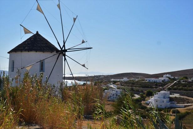 Il mulino sulla strada verso una delle spiagge più belle dell'isola: Martselo