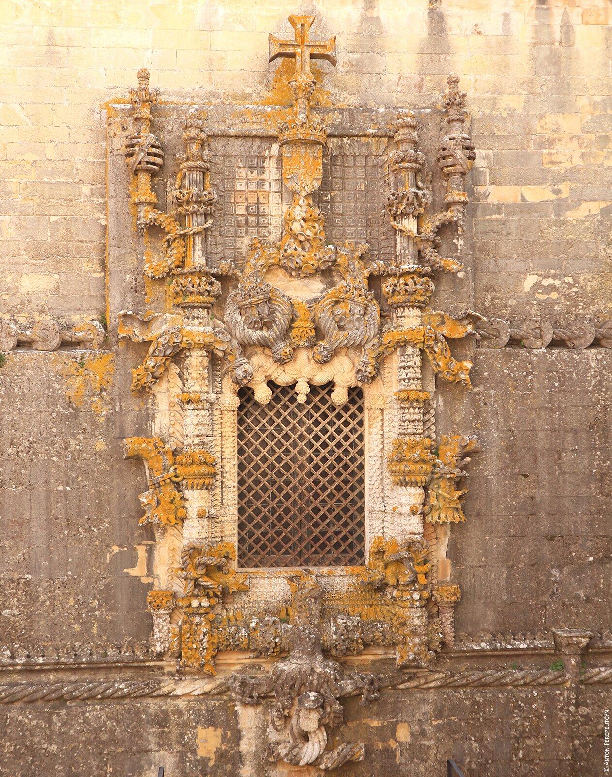 Окно в стиле мануэлино в Томаре