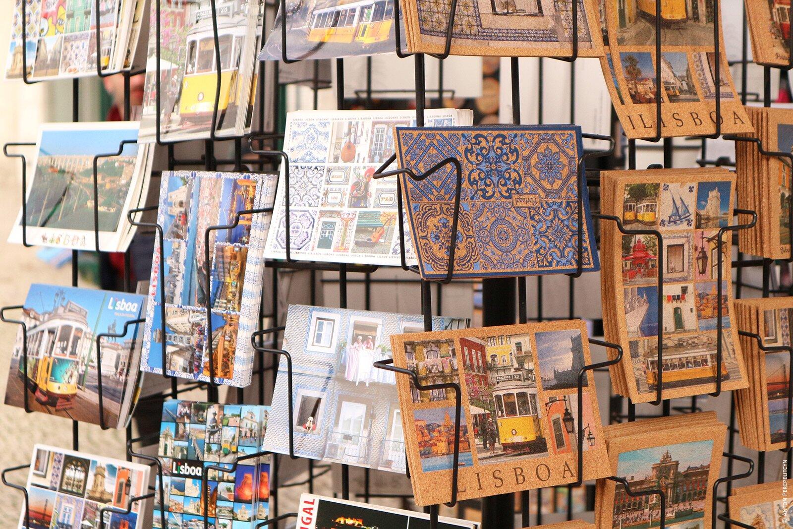 Открытки из пробки в сувенирном магазине
