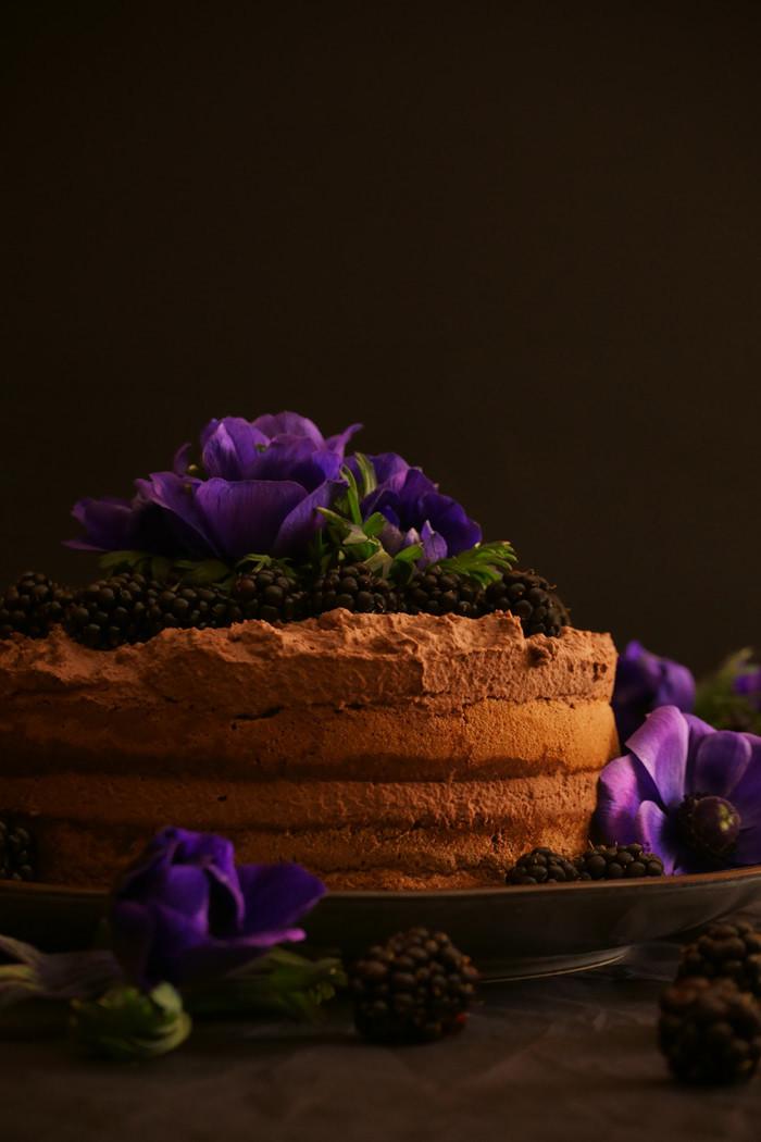Schokoladensahne-Törtchen mit Brombeeren