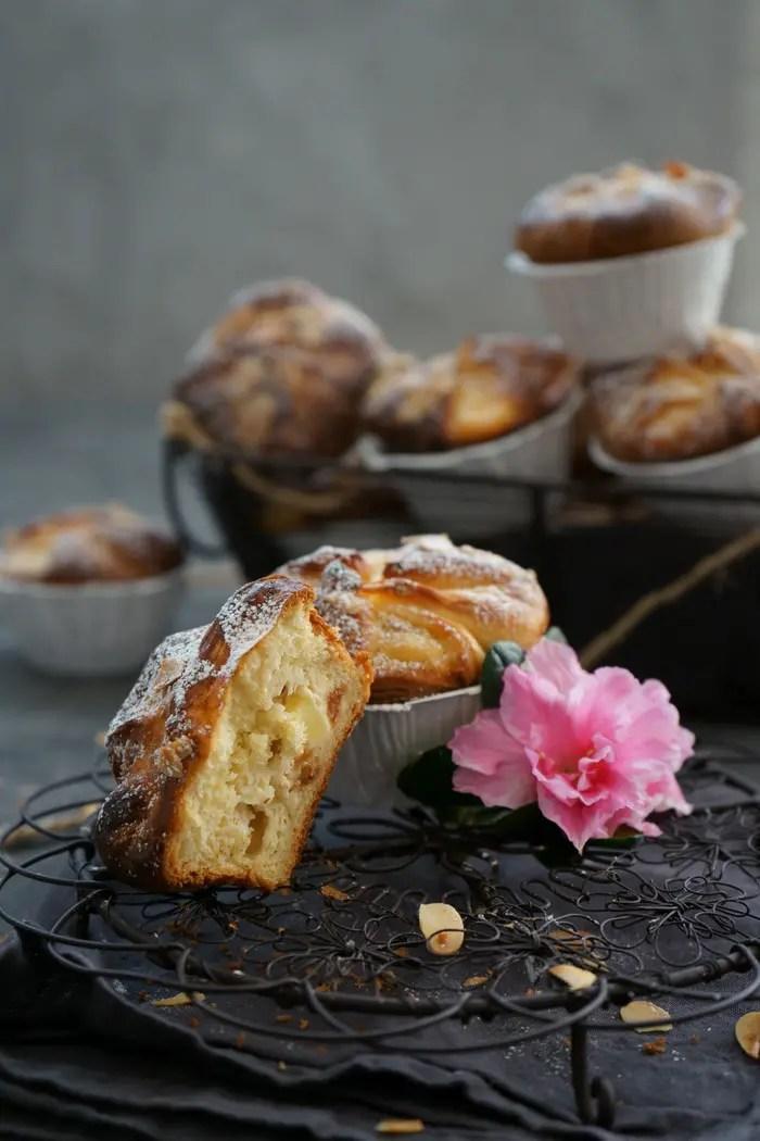 Hefeteig Muffins mit Quark-Apfel-Füllung