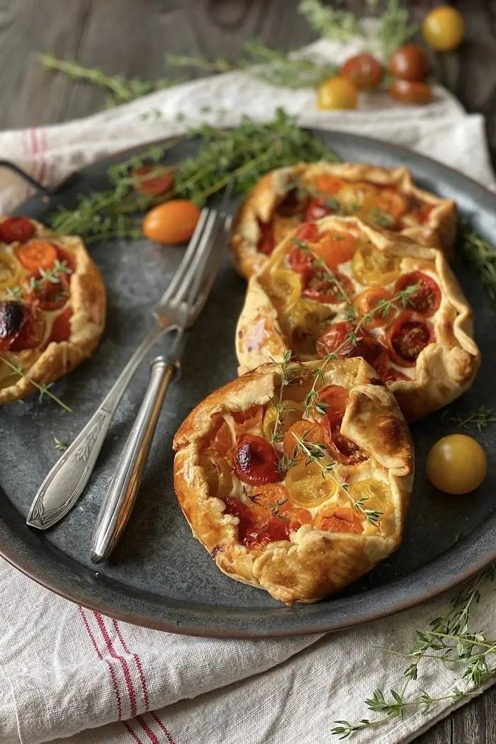 Herzhafte Tomaten Ziegenfrischkäse Galette