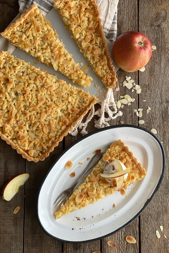 Knusprige Apfel Tarte mit Vanilleeis