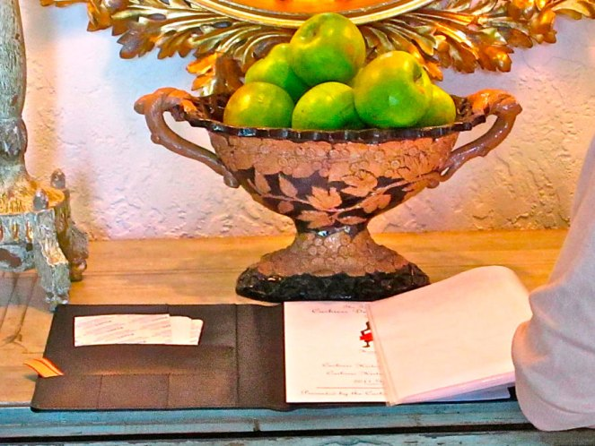 I love this antique French urn used on the Entry table–ys please.