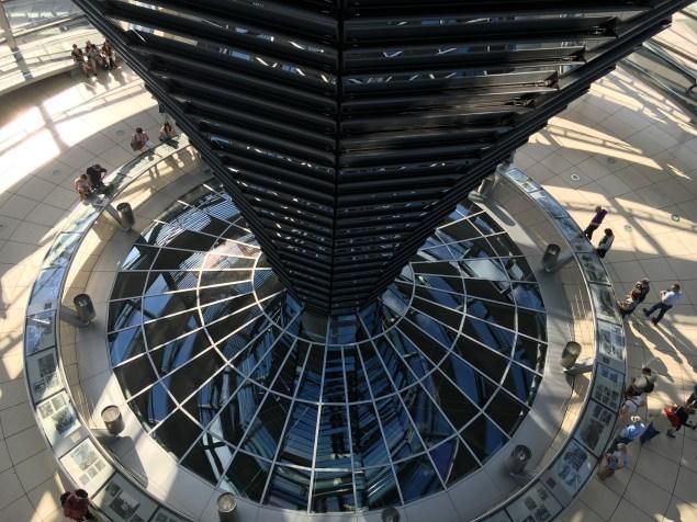 Cúpula do prédio do Parlamento AlemãoCúpula do prédio do Parlamento Alemão
