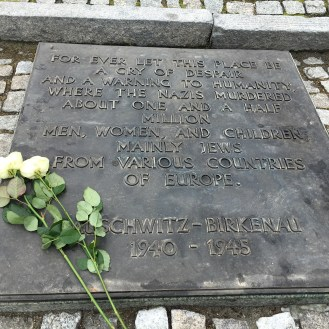 Auschwitz II - Birkenau - monumento em homenagem aos mortos