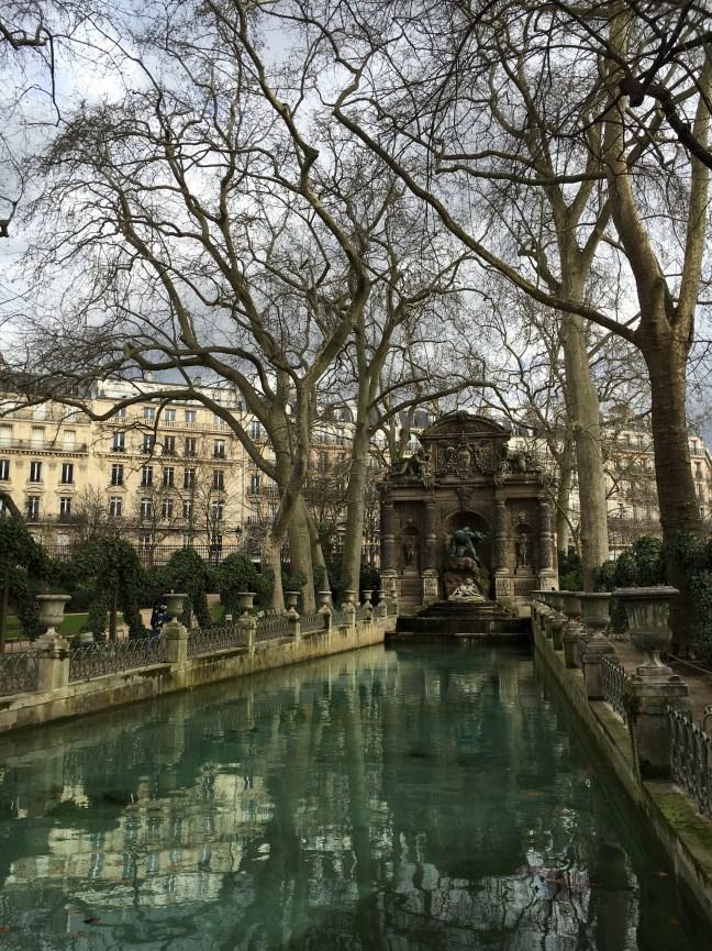 Jardim de Luxemburgo no inverno - Fontana de Médici