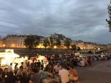 Piquenique nas margens do Sena