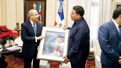 El presidente Danilo Medina recibió hoy en el Palacio Nacional al jugador dominicano de béisbol de Grandes Ligas, Bartolo Colón