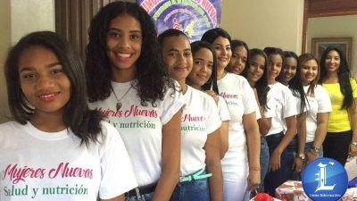 Fundación Mujeres Nuevas imparte curso taller de auto maquillaje a mujeres de escasos recursos.