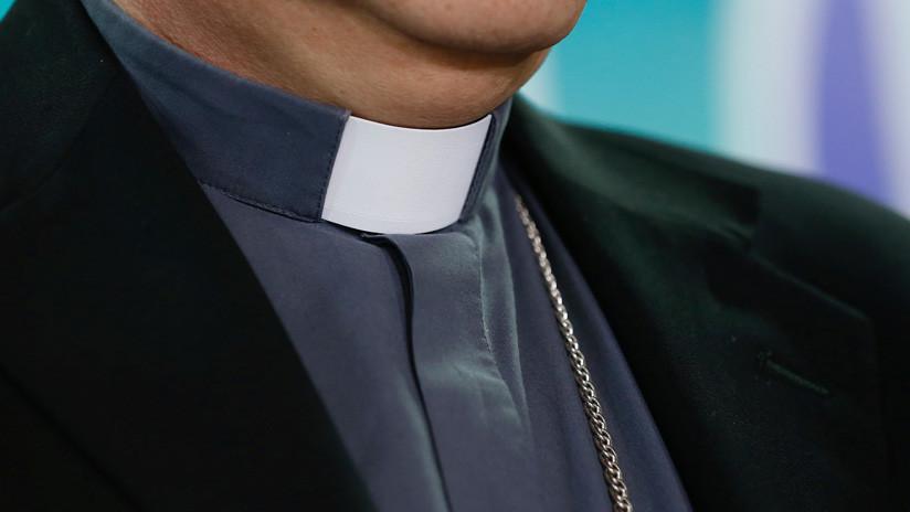 Orgías, sexo oral y 13 amantes: La iglesia readmite a un sacerdote italiano implicado en varios escándalos