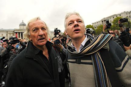 """John Pilger: """"Si perdemos a WikiLeaks, perdemos todo un estrato de libertad"""""""