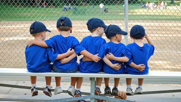 Los niños que participan en deportes de equipo tienen menos riesgo de depresión