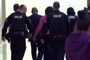 Madre de Junior colapsa en juicio por brutales imágenes del asesinato mostradas al jurado