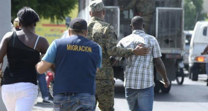 Migración detiene 2,352 extranjeros; deporta 1,787 hacia Haití