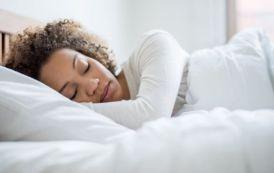 8 sencillos pasos para enseñarle a tu cuerpo a despertarse más temprano (y qué beneficios tiene)