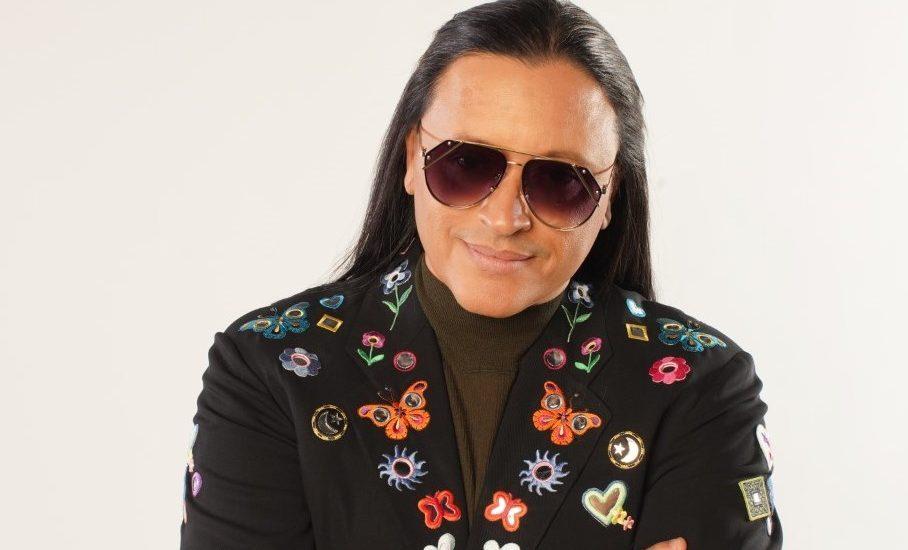 Elvis Crespo regresa en grande