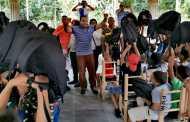Salvador Holguín inicia entrega de útiles escolares 2019 por Santiago de la Cruz con cientos de niños