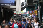 Bloqueo de regla de 'carga pública' abre un compás de nuevas dudas a inmigrantes