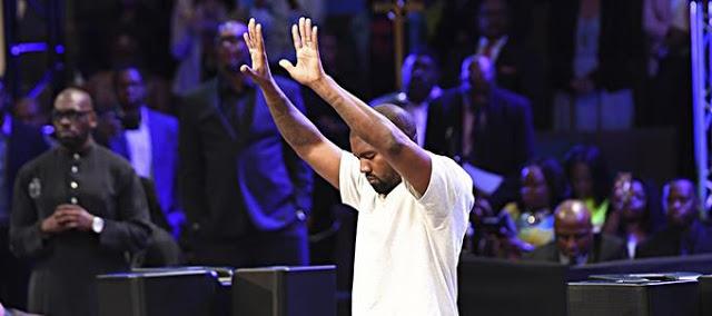 Cuestionan entrega a la religiosidad de Kanye West