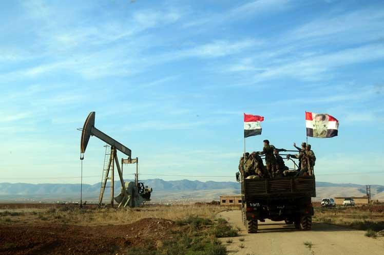 Militares sirios se despliegan en el mayor campo petrolero de Siria