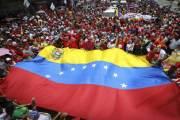 Venezolanos marchan en conmemoración a aniversario de la Constitución