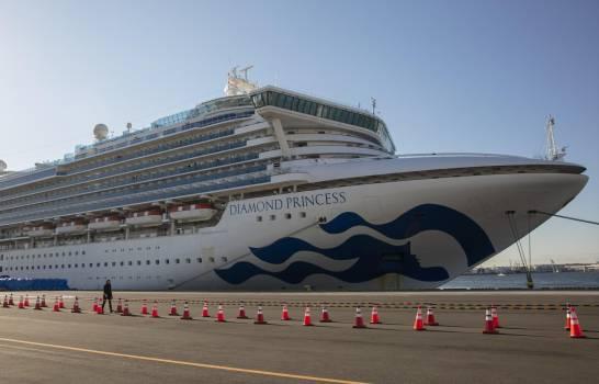 Siguen saliendo pasajeros del crucero que estaba en cuarentena en Japón