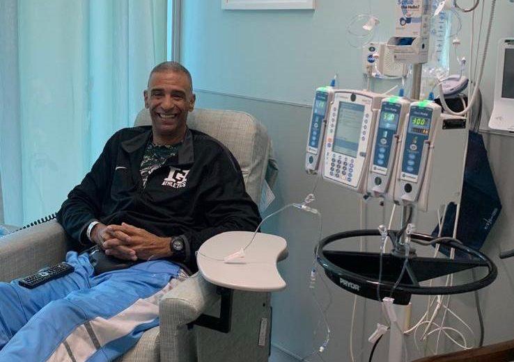 El baloncestista Hugo Cabrera recibe segundo tratamiento contra el cáncer