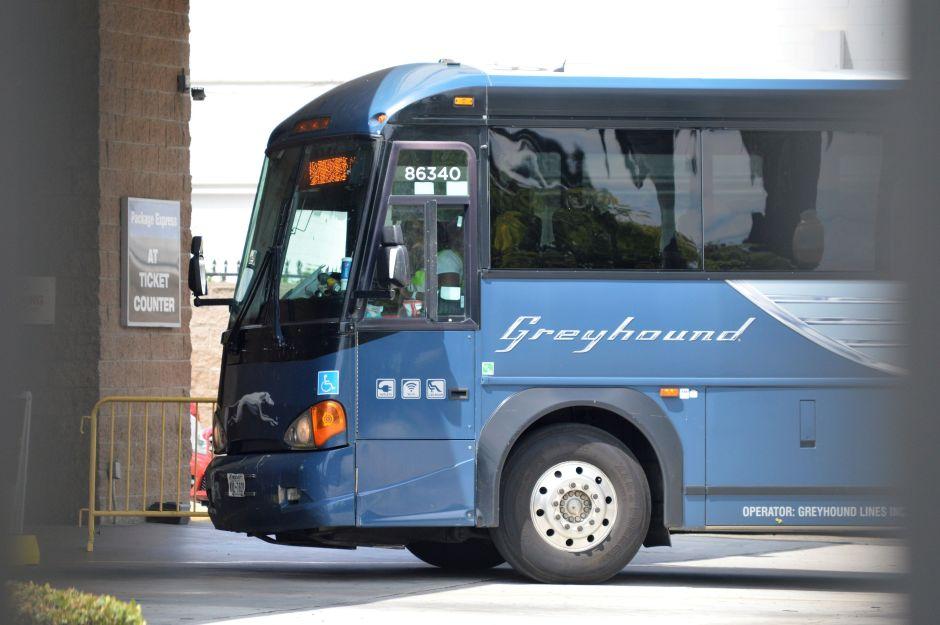 ¿Puede la Patrulla Fronteriza detener a alguien a bordo de un autobús? La agencia responde