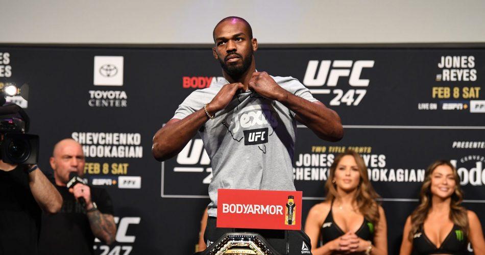 Arrestan a Jon Jones, campeón semipesado de la UFC