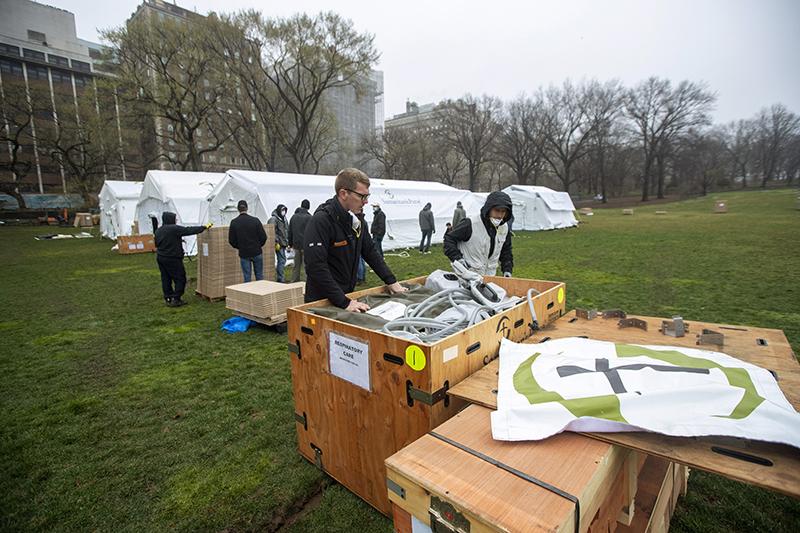 Levantan hospital de campaña en pleno Central Park de Nueva York