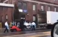 Colocan en furgones cadáveres de muertos por COVID-19