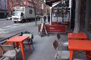 Ayuntamiento pide apurar ley para expandir restaurantes a aceras y calles, tema clave en reapertura de Nueva York