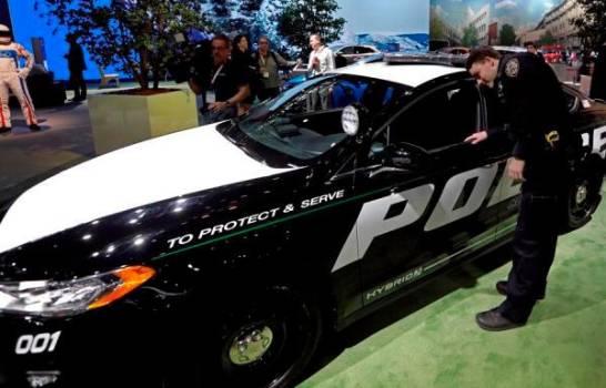 """Ford modifica el software de vehículos policiales para """"quemar"""" coronavirus"""