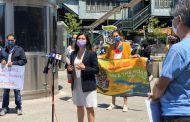 Gana terreno propuesta de cobrar más impuestos a los ricos para aliviar a inmigrantes en NY