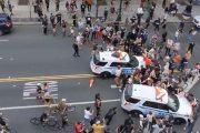 Investigan policías conducían vehículos atropelló manifestantes
