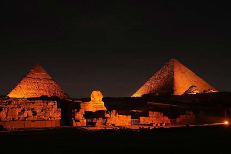 Legendarias pirámides de Egipto en cruzada por mujeres