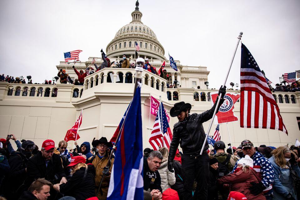 FBI alerta de protestas armadas en 50 estados y Washington ante posible destitución de Trump