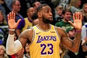 LeBron James, 46 puntos en noche de recuerdos y con dos árbitras que hacen historia