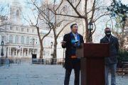Yang pide a los grandes bancos que brinden acceso a comunidades de bajos ingresos e inmigrantes