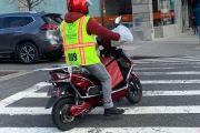NYPD lanza programa para ayudar a repartidores de NYC a recuperar bicicletas y motos eléctricas robadas