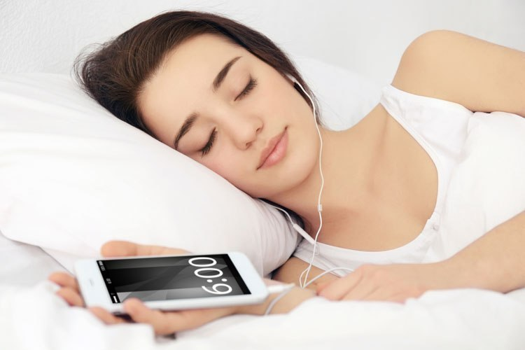 Jangan Gunakan Headset Ketika Tidur