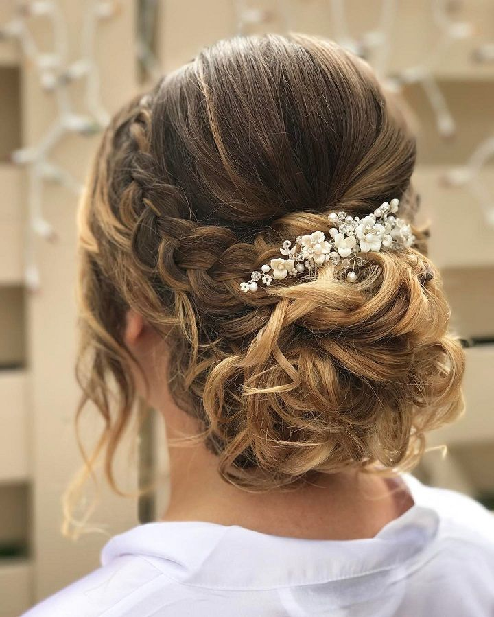 Coiffure de mariage 2017 \u2013 From soft romantic waves to messy updos and  intricate braids. Soft front braided\u2026