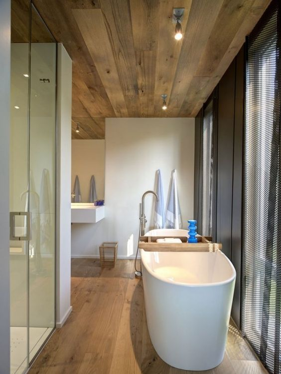 id e d coration salle de bain design salle de bains moderne sol et plafond en bois. Black Bedroom Furniture Sets. Home Design Ideas