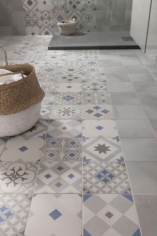 Id e d coration salle de bain carrelage imitation for Carrelage salle de bain bleu et gris