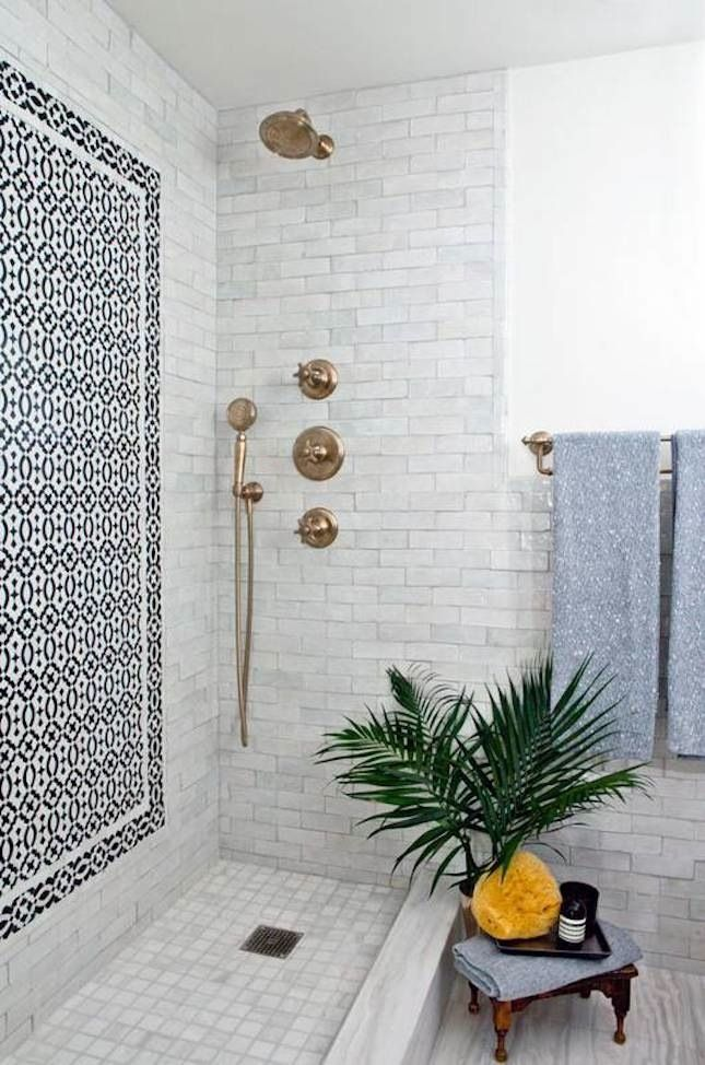Id e d coration salle de bain mixed tile is everything for Salle de bain tendance 2017