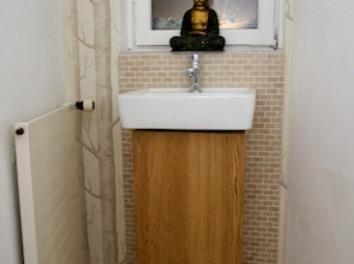 Id e d coration salle de bain floating shelves above for Monter une colonne de salle de bain