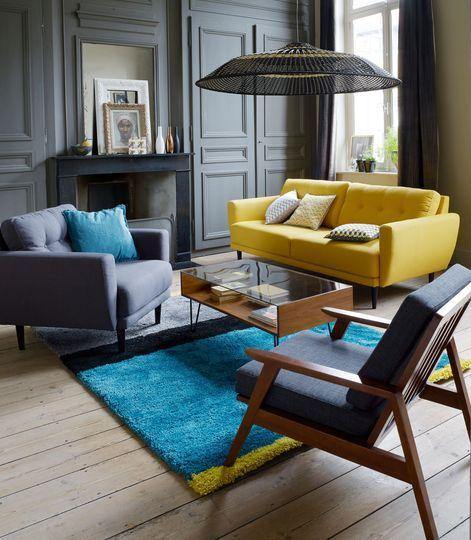 Déco Salon - Un canapé jaune et un tapis bleu vif réveillent le ...