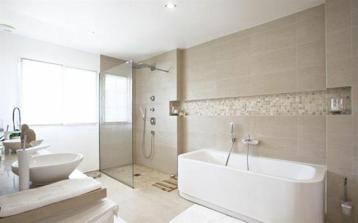 Id e d coration salle de bain jolie salle de bain taupe for Idee deco salle de bain avec baignoire