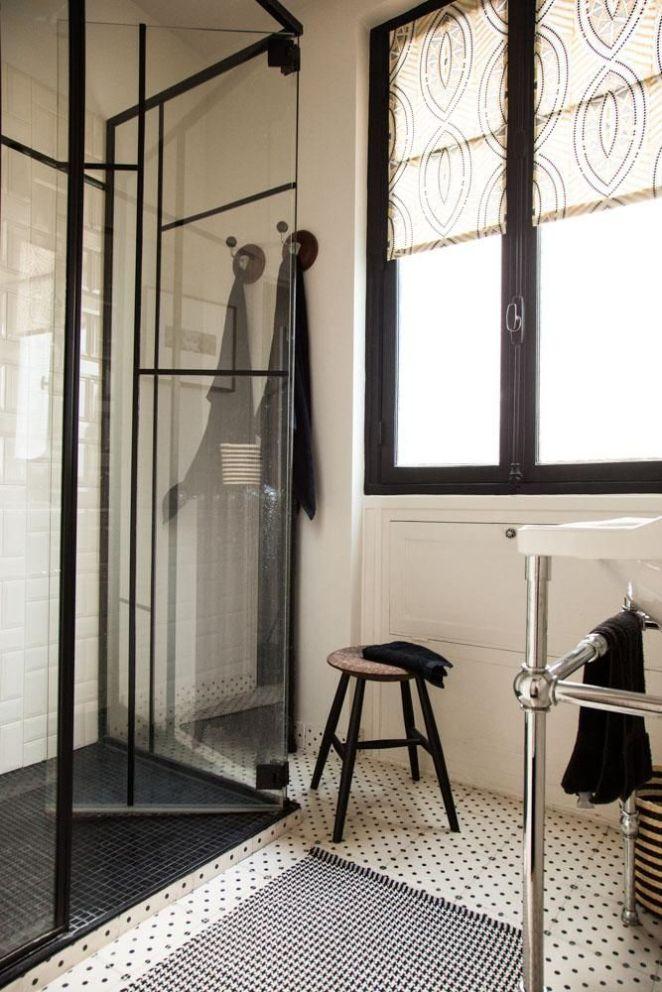 id e d coration salle de bain une salle de bain l gante en noir et blanc chez anne sophie. Black Bedroom Furniture Sets. Home Design Ideas